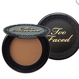 Too faced bronzer🐝2 for $15🌻